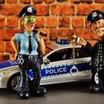 警察から逃げるが捕まる夢、警察から追われるが逃げ切る夢占いについて