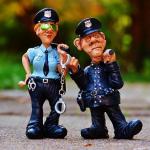 交通違反をして警察に捕まる夢、警察に逮捕される夢占いについて