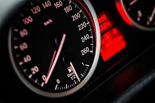 夢占い ドライブ スピード 行き止まり 事故