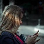 夢占い 携帯電話でメールを送る夢、携帯電話で話す夢、携帯電話が鳴る夢の意味は?