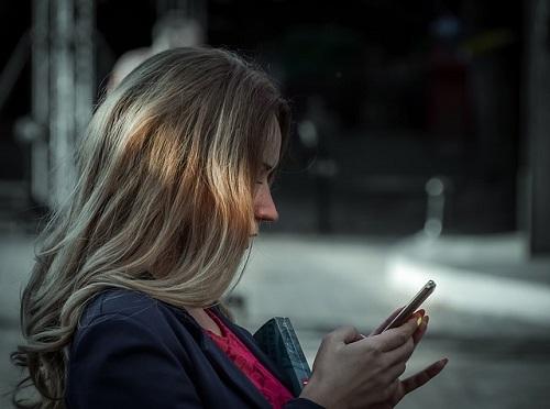 夢占い 携帯 メール 話す 鳴る