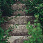 夢の中で石が割れる階段の夢占いは?