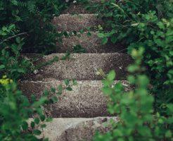 夢占い 石 割れる 階段