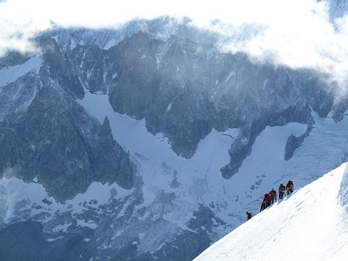 夢占い 登山 雪山 下山