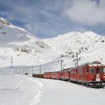 夢占いで雪の日に車を使う夢、電車に乗る夢の意味