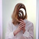 たくさんの鏡、怖いと感じる鏡などの夢占いの意味とは?