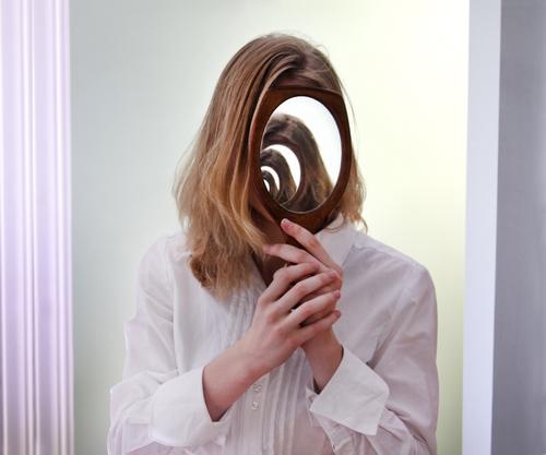 夢占い 鏡 たくさん 怖い