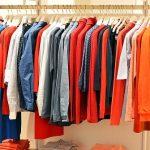服を借りる,服をもらう夢占いの意味は!?
