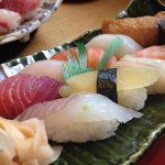 うにやサーモン,えび等の寿司を食べる夢占いの意味は?