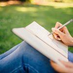 ノートや紙に何か書く夢占いとは