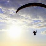 パラグライダーで空を飛ぶ夢や低空飛行する二つの夢占いの意味は?