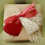 夢占い プレゼント選びをする夢、プレゼントを買う夢、プレゼントをあげる夢の意味は?